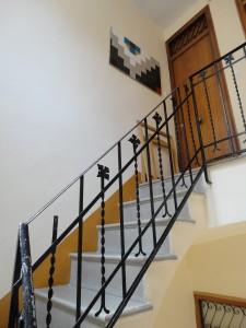 Interior doméstico. Escalera.